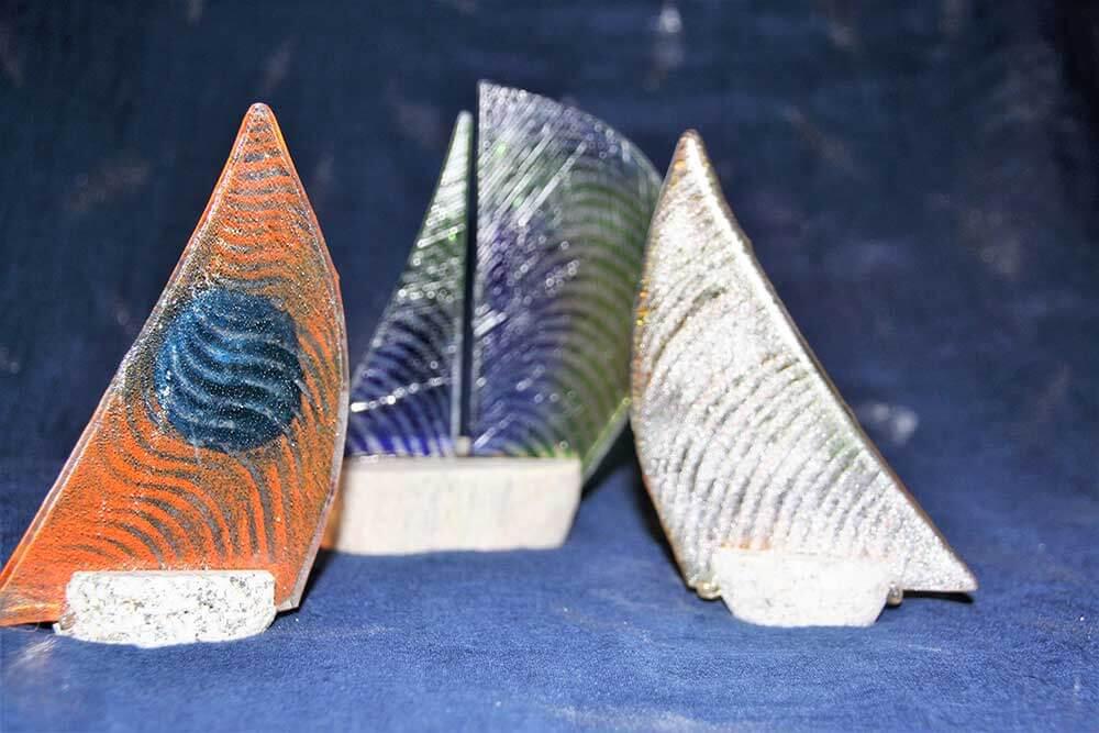 Kleine Kunststube - Kunstgewerbe - Glas-Segelschiffe