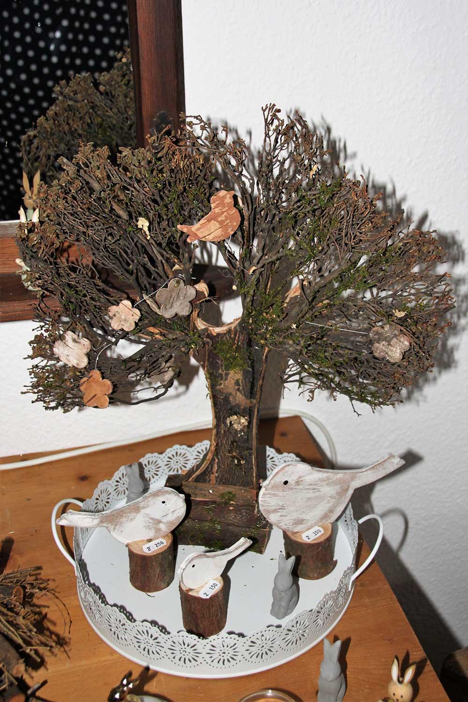 Kleine Kunststube - Kunstgewerbe - Naturbaum auf Tablett